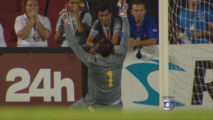 Magrão defende pênalti de Carlos Alberto e abre vantagem para o Sport