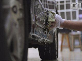 Guia Prático: aprenda a lavar o carro economizando mais de 300 l de água