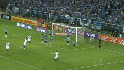 Cruzeiro vence o Grêmio de virada e se aproxima do título em 2014
