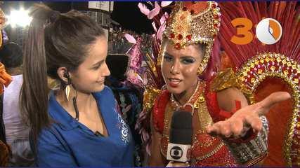 30 segundos: Thais Bianca segura desfile na Rosas de Ouro após fratura no pé