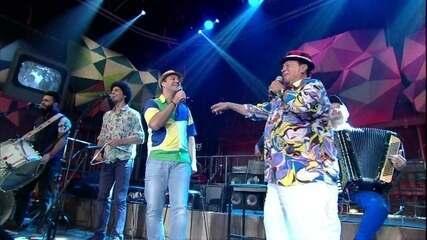 Genival Lacerda canta a música 'Rock do jegue'