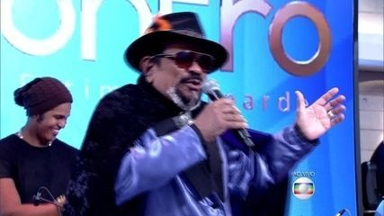 Carlos Dafé em parceria com Gerson King Combo abrem o programa com música