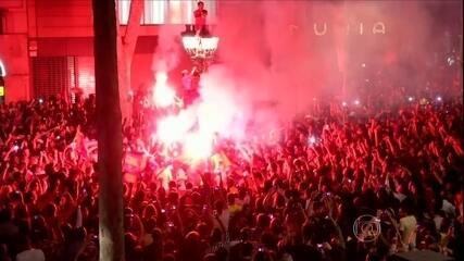 Barça vence o Atlético de Madrid, e torcida vai às ruas comemorar o título