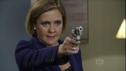 Em 'Babilônia', Inês atira em Beatriz