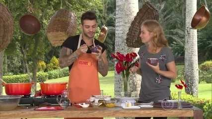 Lucas Lucco ensina receita de escondidinho de frango com batata doce