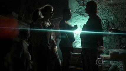 Larissa conhece missionário na cracolândia em 'Verdades Secretas'