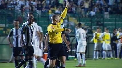 Juiz volta atrás e anula gol de Gabriel, aos 20 do 1º tempo