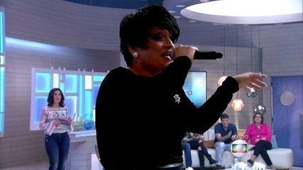 Deena Love canta no Encontro