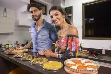 Patrícia Poeta mostra como fazer uma pizza 'low carb' que ajuda a manter a boa forma