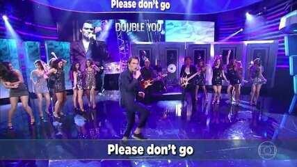 O grupo Double You canta 'Please Don't Go'