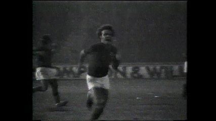 O Estádio Nacional estava congelado e apenas Joãozinho tinha o dom da visão.