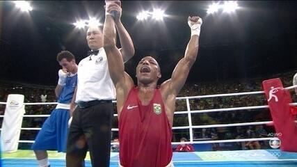 Robson Conceição vence Sofiane Oumiha por decisão unanime e é ouro no boxe