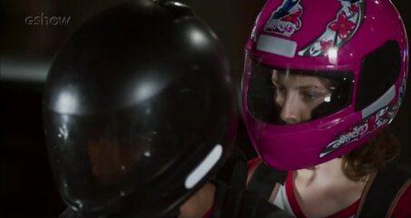 Teaser Malhação - 23/11: Ricardo flagra Juliana andando de moto com Jabá