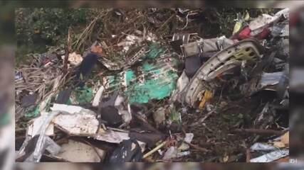 Repórter mostra como ficou o local do acidente com o avião da Chapecoense