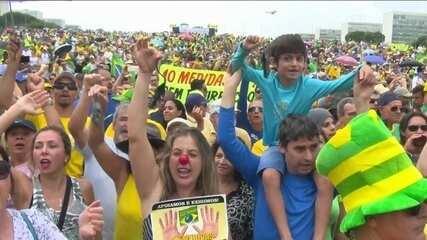 Manifestações tomam as ruas de várias cidades do país neste domingo (4)