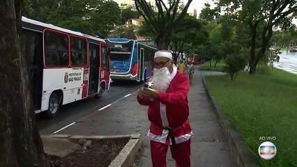 Ônibus iluminados começam a circular pelas ruas de São Paulo