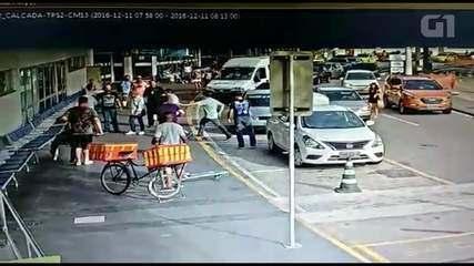 Vídeo mostra peruanos que praticavam assaltos no aeroporto sendo presos no Rio