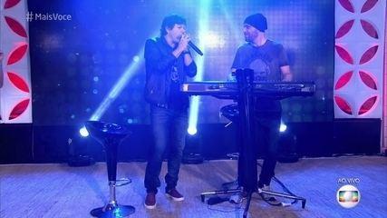 Paulo Ricardo canta 'Olhar 43' e 'London, London'
