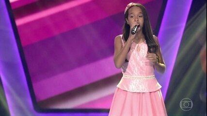 """Emellyn Syang canta """"Coleção"""""""