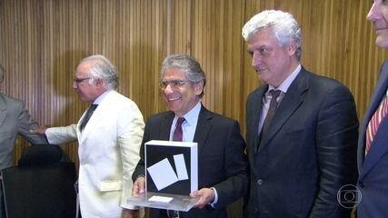 Carlos Ayres Britto defende operação Lavajato ao receber prêmio de Direitos Humanos