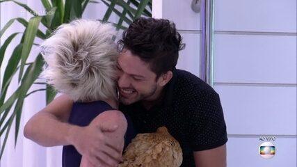 Ana Maria Braga dá galinha para Luiz Felipe