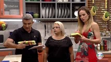 Ana Furtado mostra riscos de ter uma esponja da cozinha contaminada