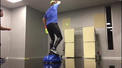Diego Alves faz treino com laser de Leandro Franco