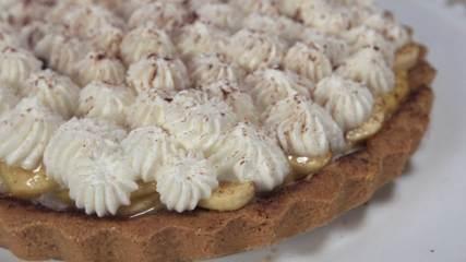 Assista ao vídeo e aprenda a fazer a receita de banofee pie