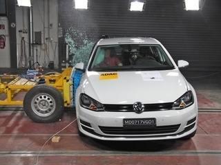 Volkswagen Golf feito no Brasil passa por teste de colisão
