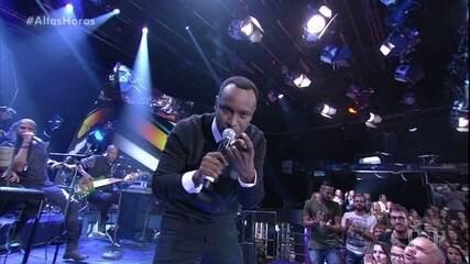 "Thiaguinho canta ""Caraca, Muleke!"""