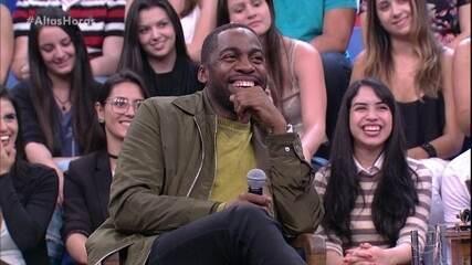 Lázaro Ramos comenta parceria com Carla Perez em 'Cinderela Baiana'
