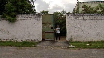 Bando armado invade escola em Fortaleza e assalta funcionários