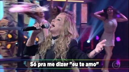Adriana canta o sucesso 'I Love You Baby'