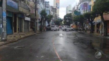 Grupo interdita a via e faz protesto na Avenida Sete, centro de Salvador