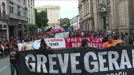 Protestos no Rio têm confrontos com PMs e importantes vias são fechadas
