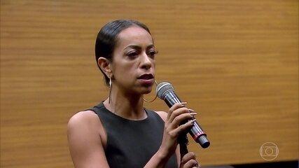 Atriz fala sobre processo para incorporar Elis Regina