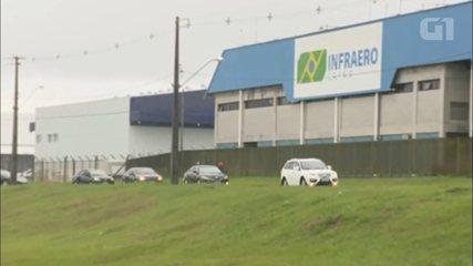 Comboio de ex-presidente Lula deixa aeroporto Afonso Pena