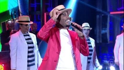 Ícaro Silva se apresenta como Alexandre Pires