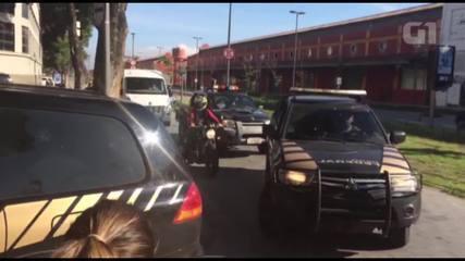 Comboio volta à Polícia Federal com mais de 10 veículos, entre eles um blindado