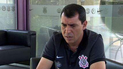 Fábio Carille responde sobre a necessidade de contratar um meia no Corinthians