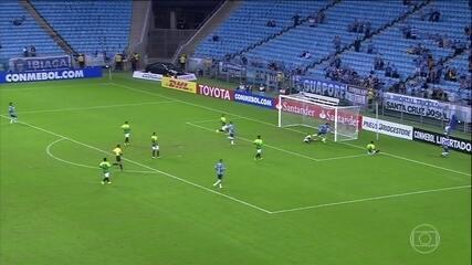 Grêmio goleia e garante primeira colocação no grupo da Libertadores
