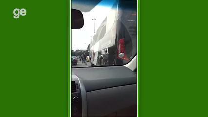 Ônibus enguiça, e jogadores do Vasco seguem de táxi para São Januário