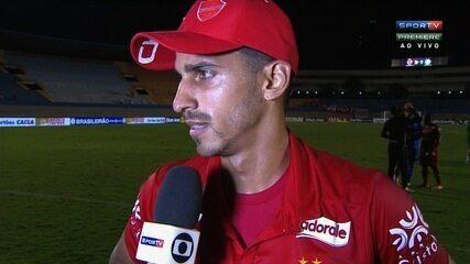 Geovane comemora golaço e vitória do Vila Nova