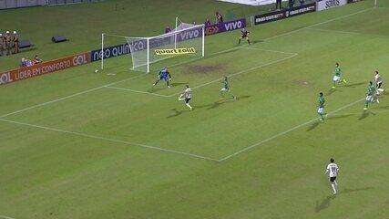 Gol do Coritiba! Galdezani recebe lançamento e toca na saída de Prass, aos 6' do 2º tempo