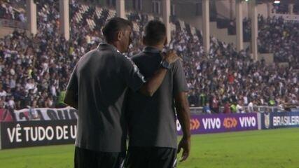 Integrantes do Vasco fazem telefone sem fio para driblar suspensão de Milton Mendes