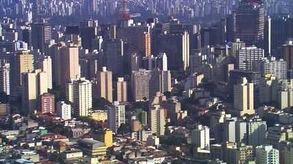 Reportagem de 2017 fala sobre alta no número de pessoas trabalhando como síndico em São Paulo