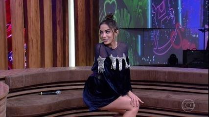 """Anitta faz demonstração de """"Paradinha"""" no palco do programa"""