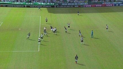 Jô marca o gol do Corinthians, mas arbitragem marca impedimento aos 42' do 2º T