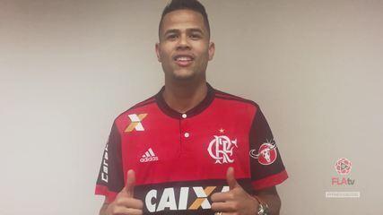 """Geuvânio chega e manda recado para a torcida do Flamengo: """"Muito motivado"""""""