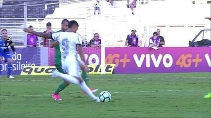 Lucca arrisca de fora da área e empata o jogo contra o Palmeiras, em Campinas